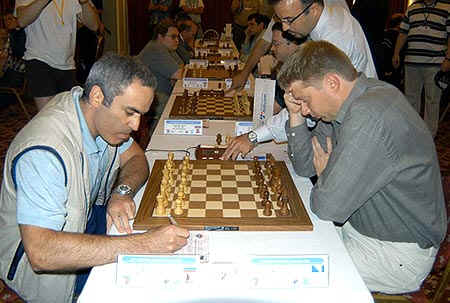 http://de.chessbase.com/portals/3/files/2006/Shirov/News_S2.jpg