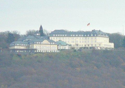 Der petersberg mit dem petersberg hotel früher von der