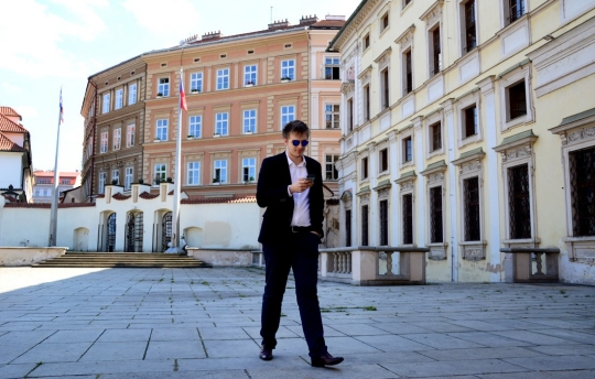 Aficionado checo tiene diversión ffm durante la audición sexual 4