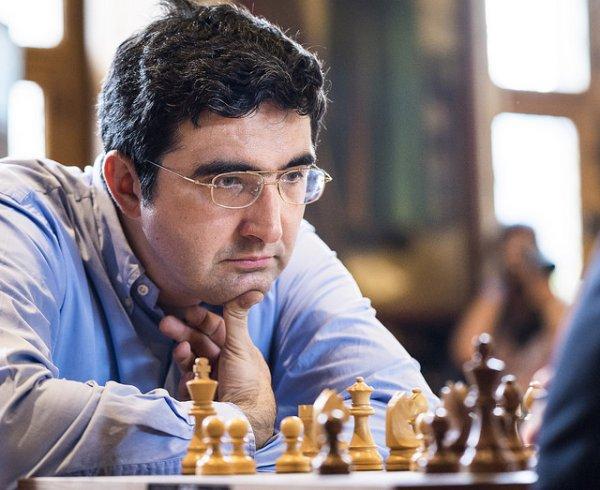 El segundo mejor jugador de ajedrez relámpago de la primera jornada (a 9 rondas) fue Vladimir Kramnik. No perdió ni una sola partida y sumó 6/9 puntos.