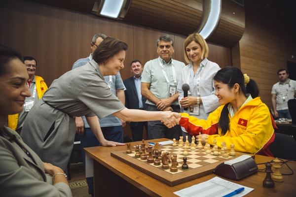 Natalia Komarova inauguró el duelo entre Rusia y Vietnam