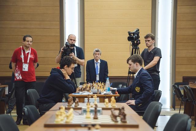 La partida Partie Vahap Sanal vs. Vladimir Fedoseev durante la fase final