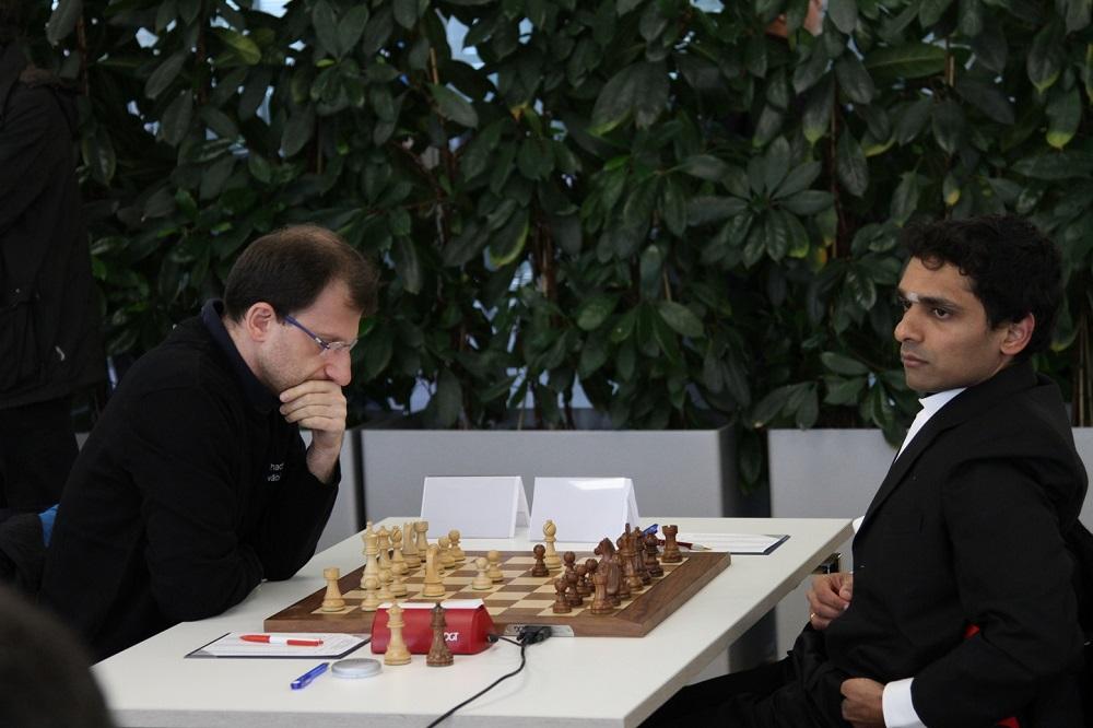 Tigran Gharamian vs. Krishnan Sasikiran | Foto: Gerd Densing