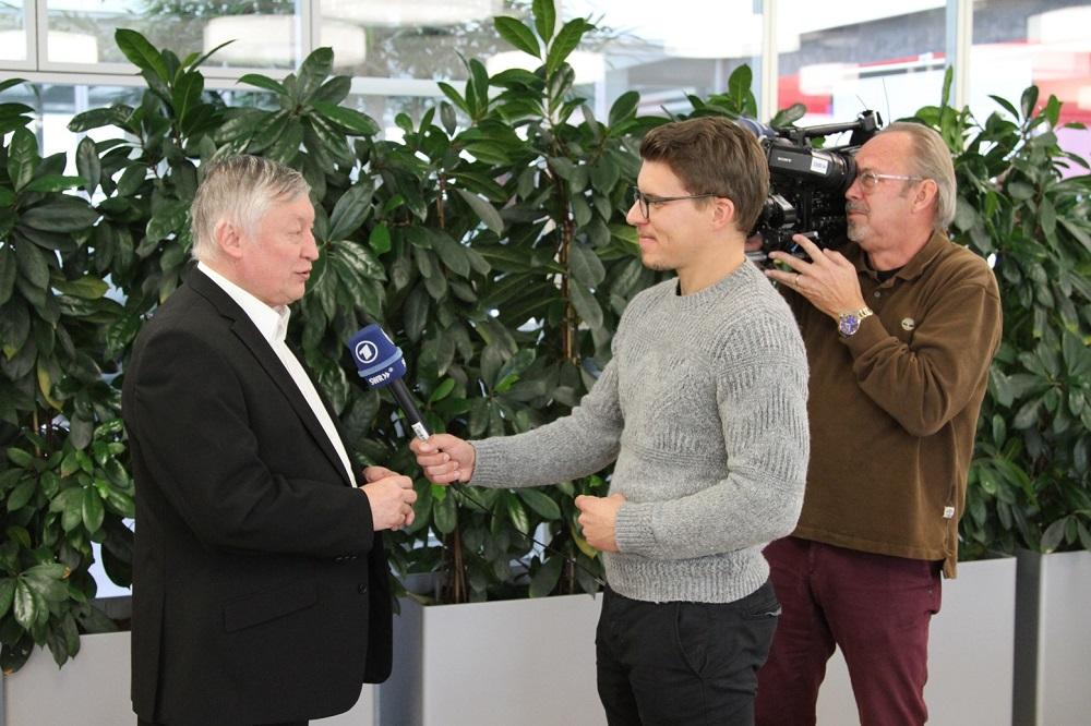 Anatoly Karpov en una entrevista con el canal de televisión SWR | Foto: Gerd Densing