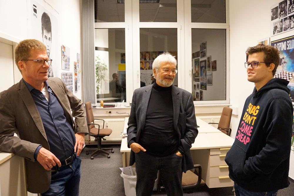 Matthias Wüllenweber, Frederic Friedel. Magnus Carlsen Foto: Pascal Simon