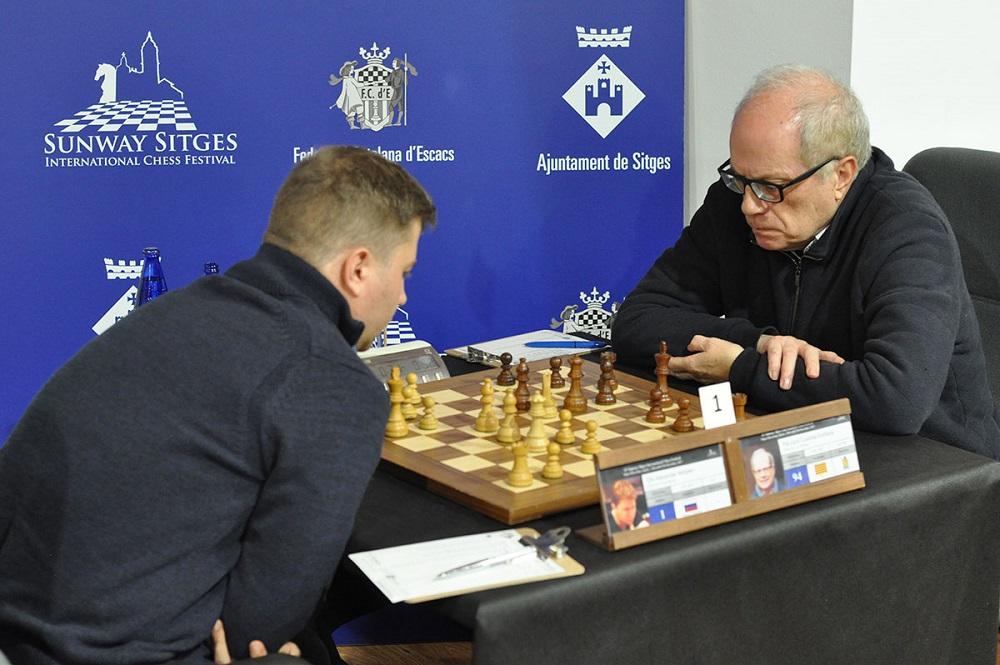 Alexander Motylev (izda.), de Rusia había sido el favorito según su valoración Elo pero únicamente quedó octavo | Foto: sitio web oficial