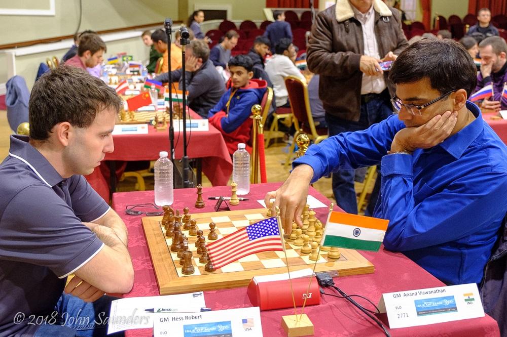 El encuentro del ex campeón del mundo Viswanathan Anand vs. GM Robert Hess concluyó en tablas | Foto: Chess.com/John Saunders (sitio web oficial)