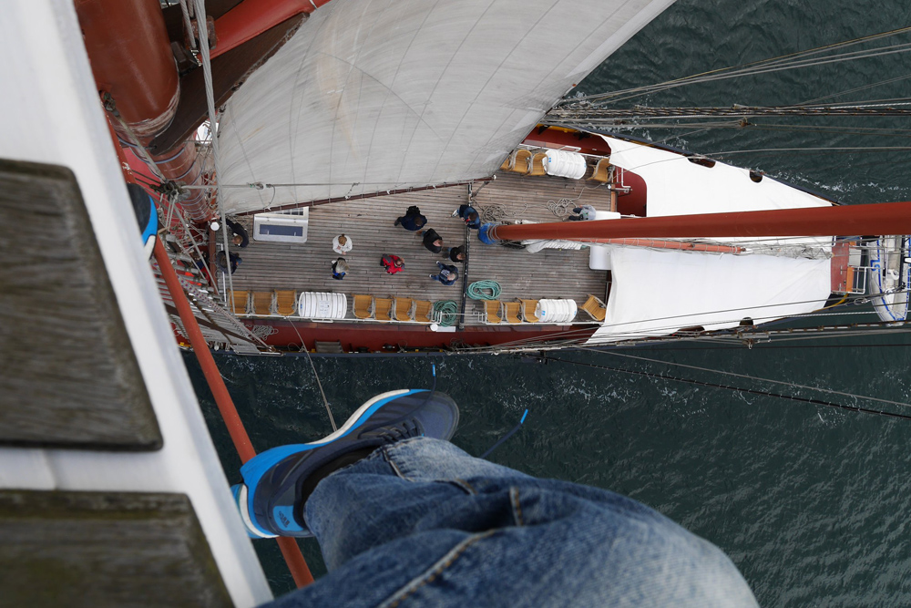 Matthias´view (and leg) sitting at the top of the mast